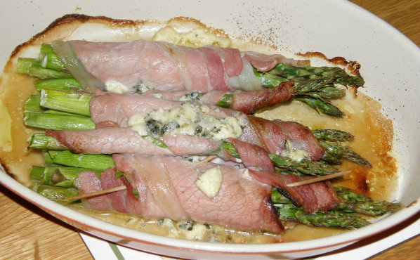 Asparagus wrapped in bacon with Blue Cheese