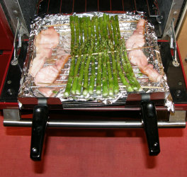 Asparagus under the grill with bacon