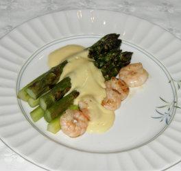asparagus an Prawns in a creamy Hollandaise Sauce